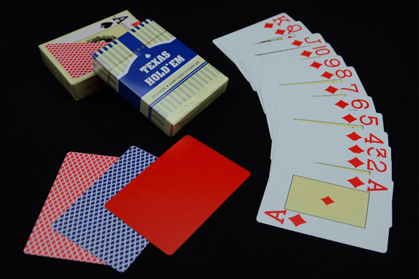 bai-nhua-100-plastic-texas-hold-em-dep-ben-re-chuan
