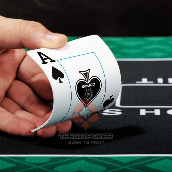bai_tay_nhua_poker_star_be_cong_chong_gian_lan
