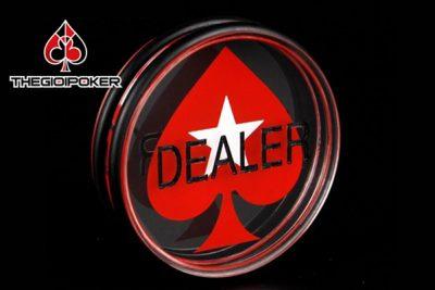 Thẻ Dealer button Poker to được sử dụng trong các club poker