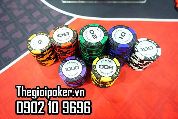 Hãy chọn những người chơi có cùng số phỉnh poker với mình
