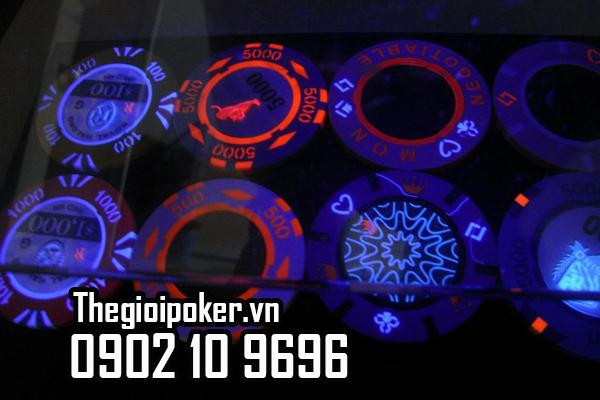 phinh poker sử dụng công nghê UV chống giả mạo chip poker
