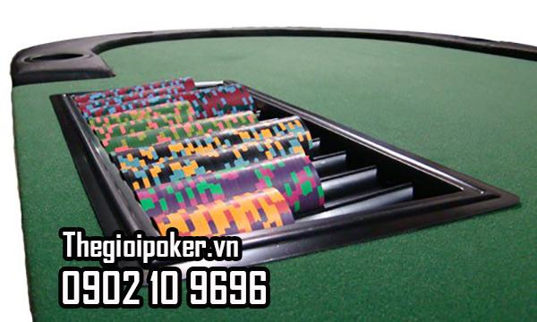 Tray đựng chip poker rất tiện dụng