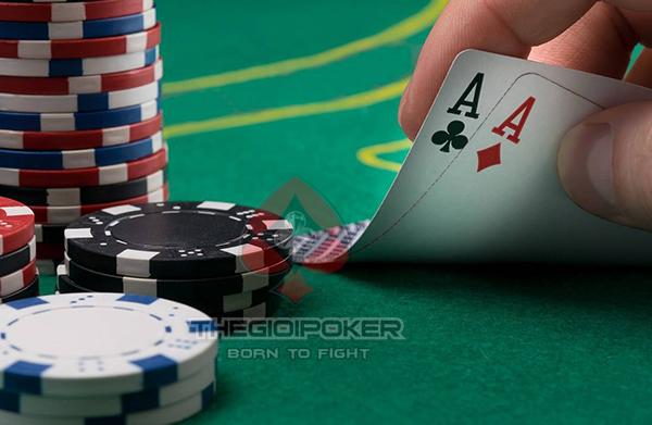 Sử dụng bài nhựa chơi poker là điều bắt buộc