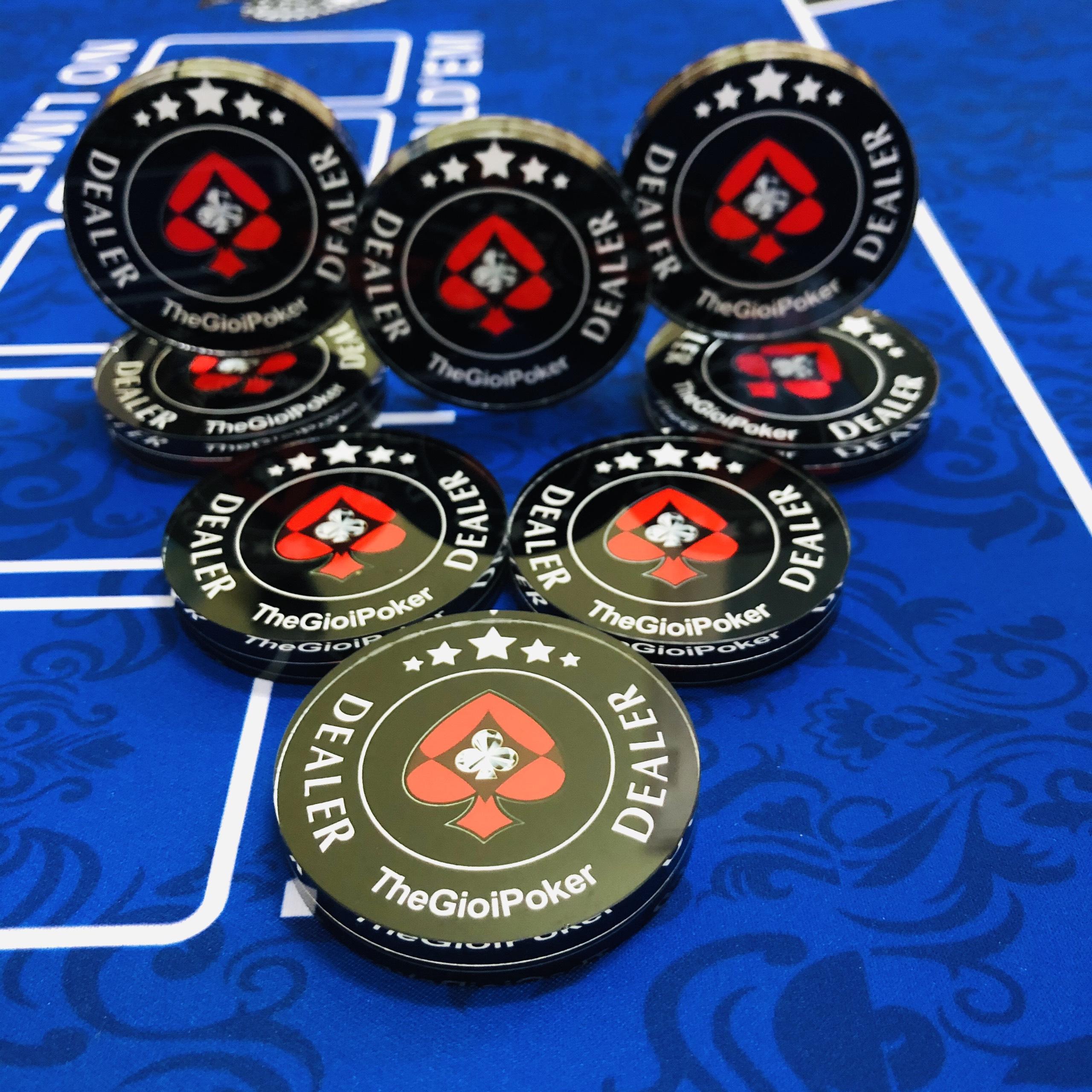 Dealer Button TheGioiPoker được làm từ pha lê dạ quang cực đẹp