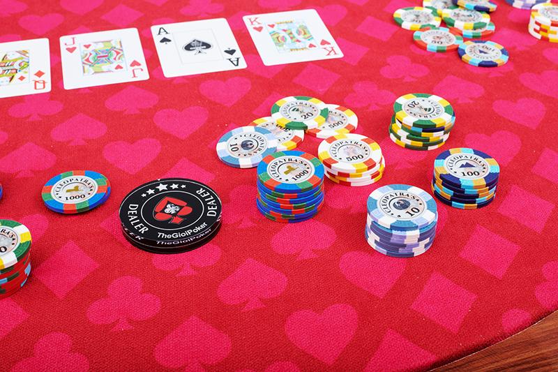 Chip Poker Cleopatra được làm từ chất liệu Clay Smith với đủ mệnh giá từ 5 đến 10.000