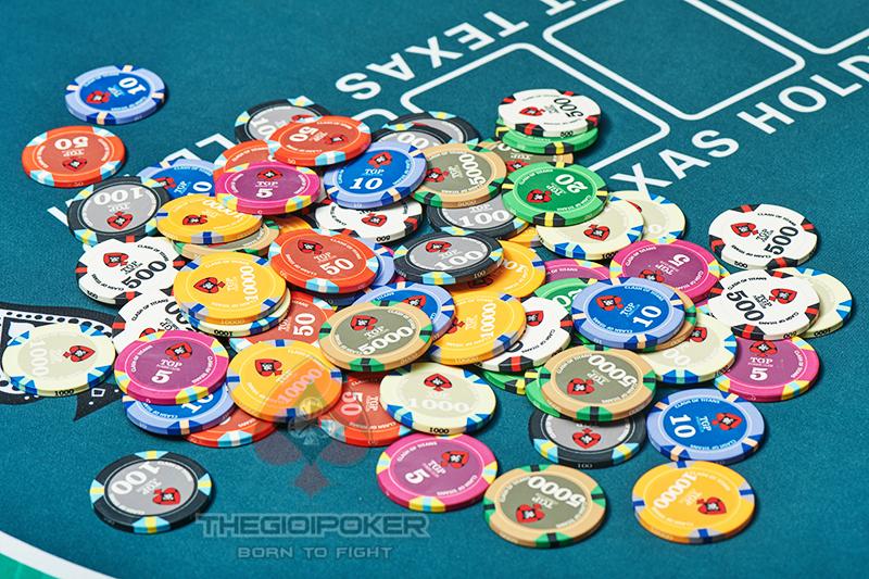 Chip Poker Ceramic Clash được thiết kể đủ mệnh giá từ 5 cho đến 10.000