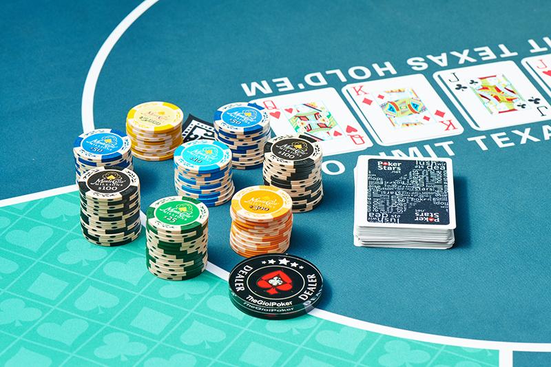 Chip Poker MonteCarlo chất liệu Clay phong cách cổ điển khá bắt mắt