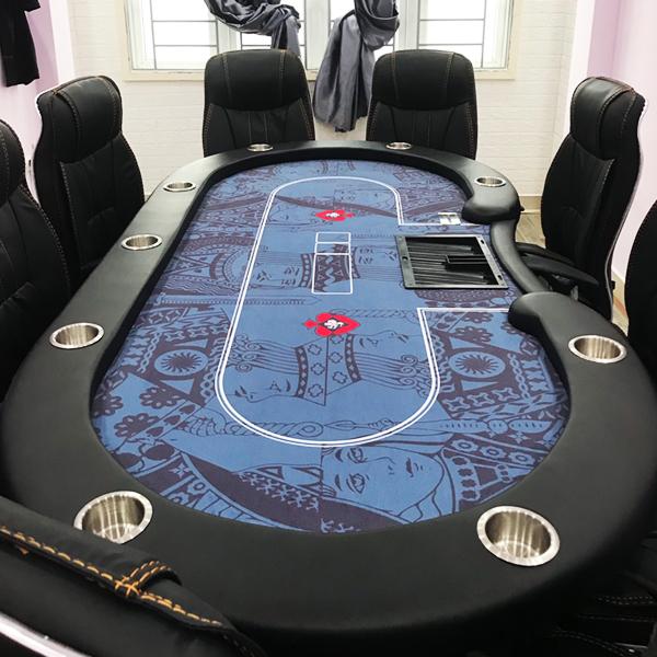 Bàn Poker King & Queen được trang bị hệ thống ly để đồ uống, kèm tray chip và hộp rake rất chuyên nghiệp