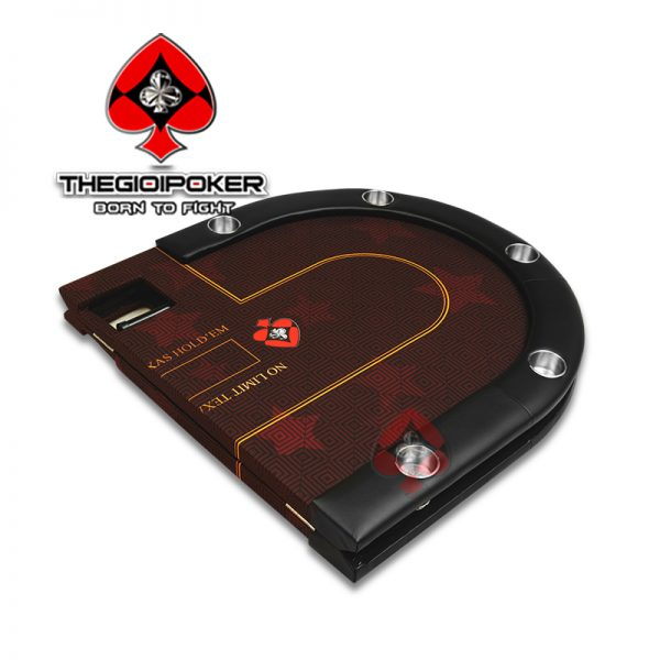 ban_choi_poker_gap_doi_tien_dung