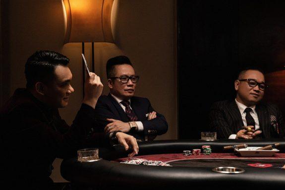 Bàn Poker thiết kế riêng cho MV Hiện Đại của ca sĩ Khắc Việt